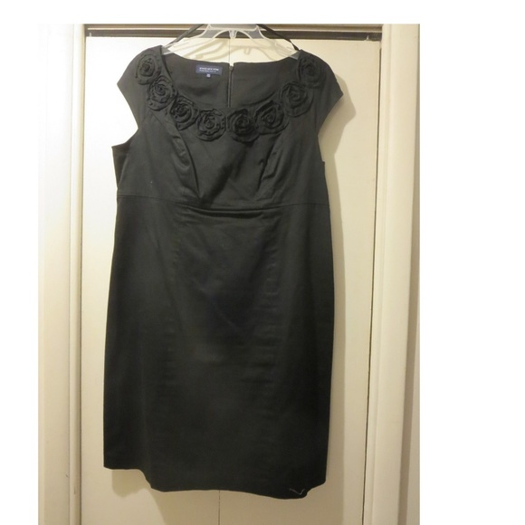 Jones New York Plus Size Black Dress w Flowers 16W